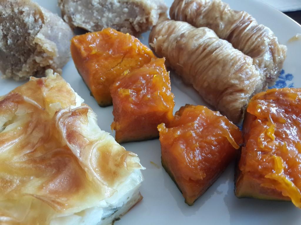 Halamın bayram lezzetleri (Su böreği, Fındıklı Burma, Kabak Tatlısı, Un Helvası)