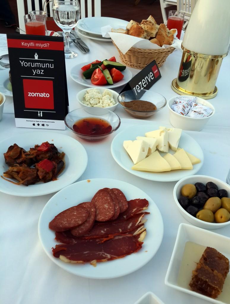 Armada Otel Teras'da Zomato İftar Yemeği…