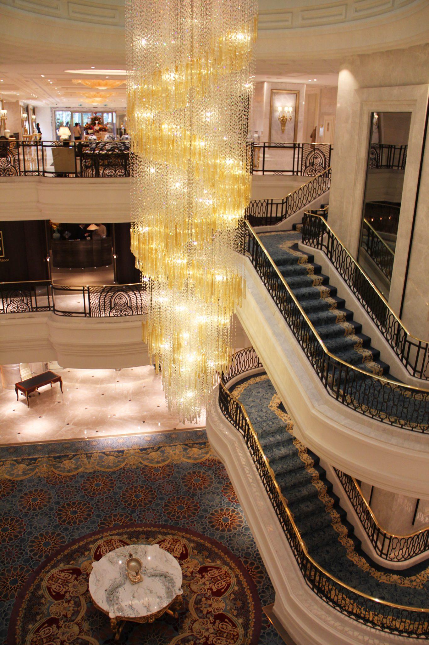 Otelin ihtişamlı 7 metrelik avizesi...