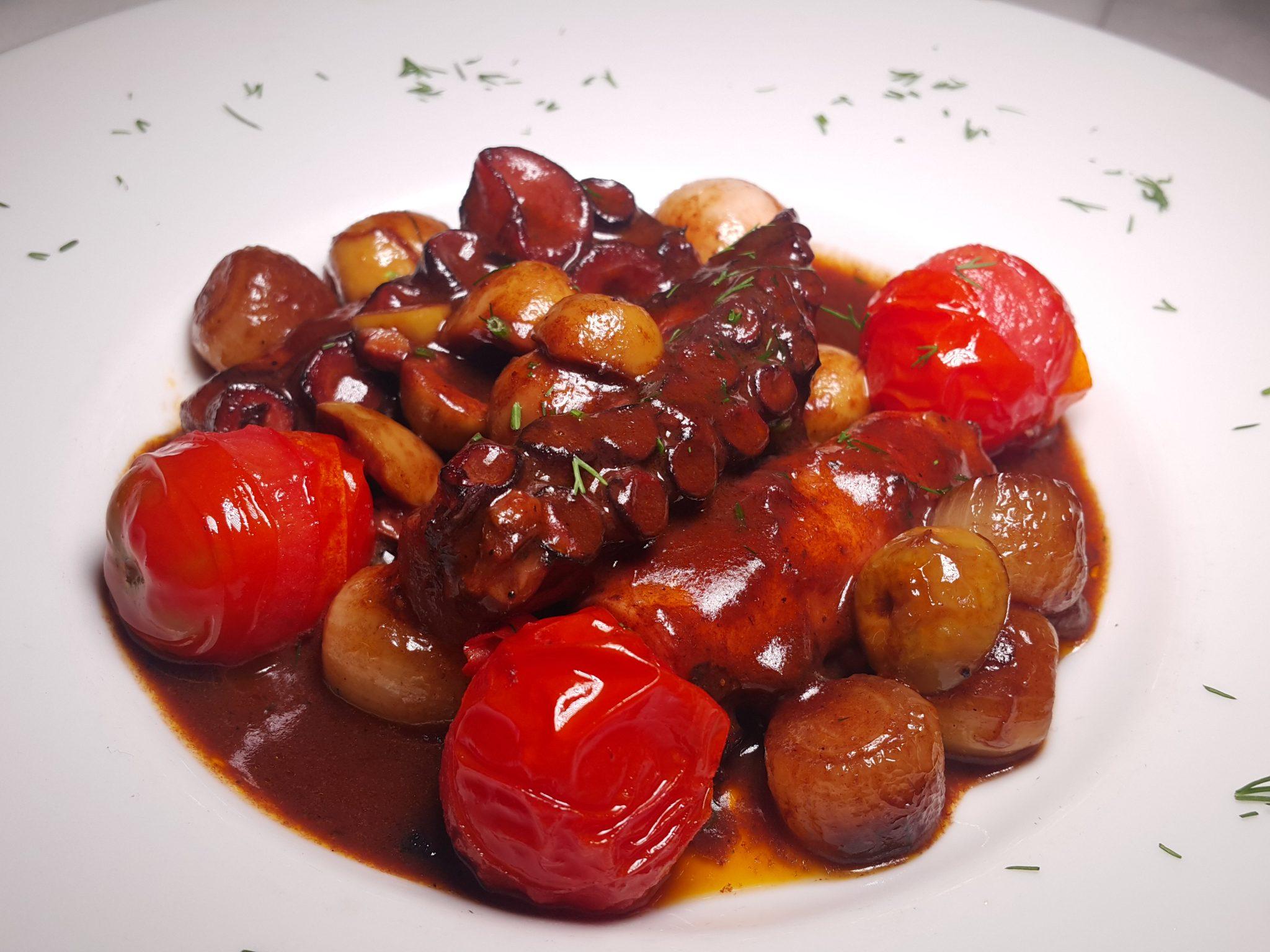 Şaraplı ve zeytinli ahtapot yahni