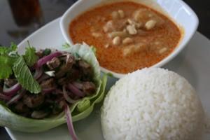 Acılı Dana Etli Salata, Körüli Tavuk ve Pilav