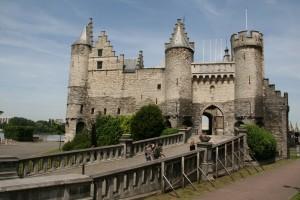 Türkçesi Taş olan Antwerp Kalesi