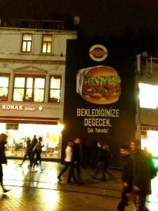 Fat Burger'in İstiklal üzerinde açılacağı yerde tadilat sürüyor.