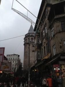 Füreyya Galata Kulesine oldukça yakın