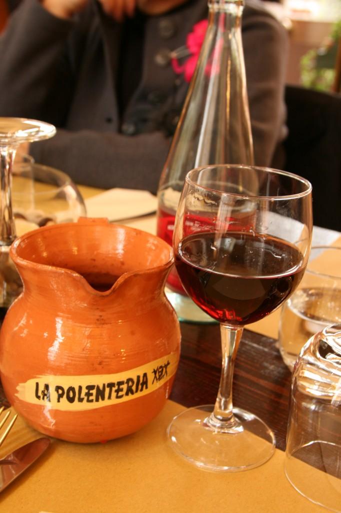 Brunate'de Bulunan La Polenteria Restoranın Ev Yapımı Şarabı