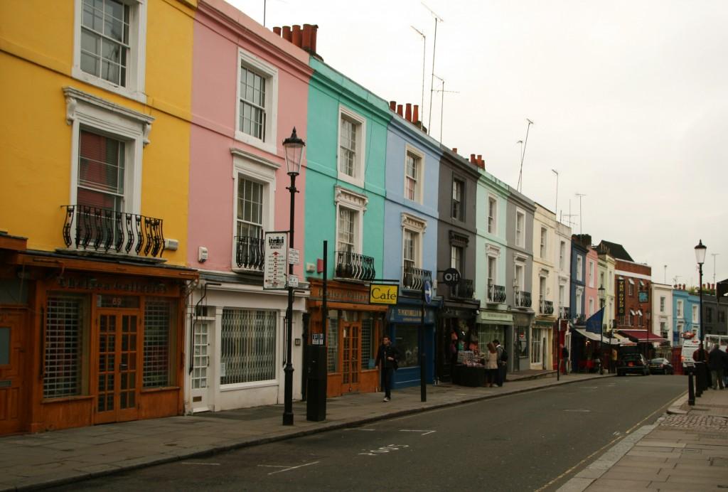 Notting Hill'de bulunan Portobello Road