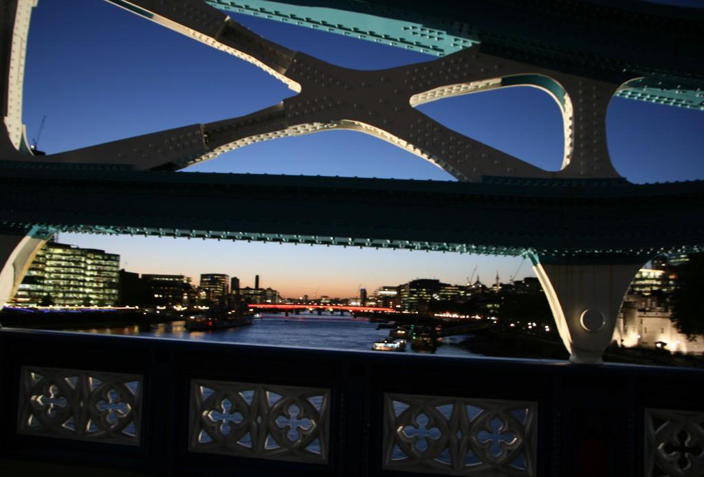 Tower Bridge'den Thames nehri