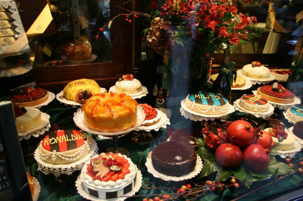 Via Manzoni'de Bir Pastane