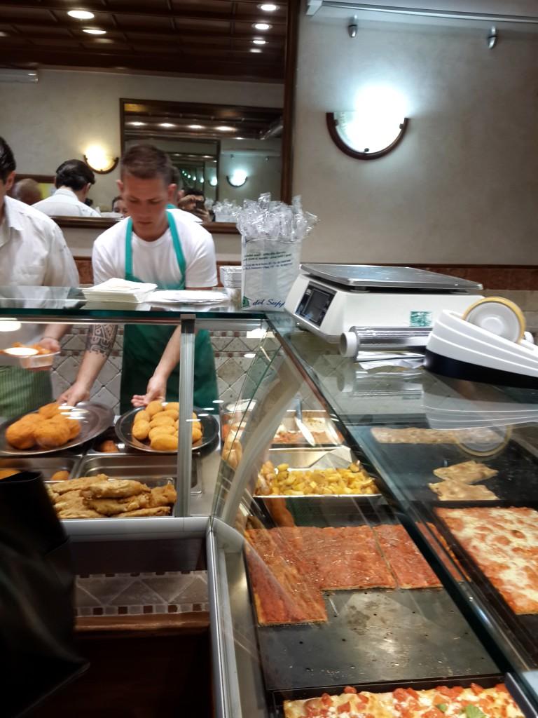 I Suppli Bir ÇEşit Esnaf Lokantası. İtalyaya Ait Bir Çok Yemeği Servis ediyorlar...