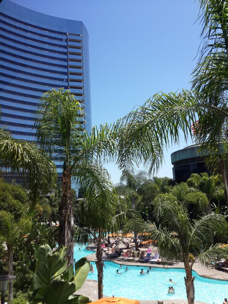 Otelin Havuzu Çok Güzel