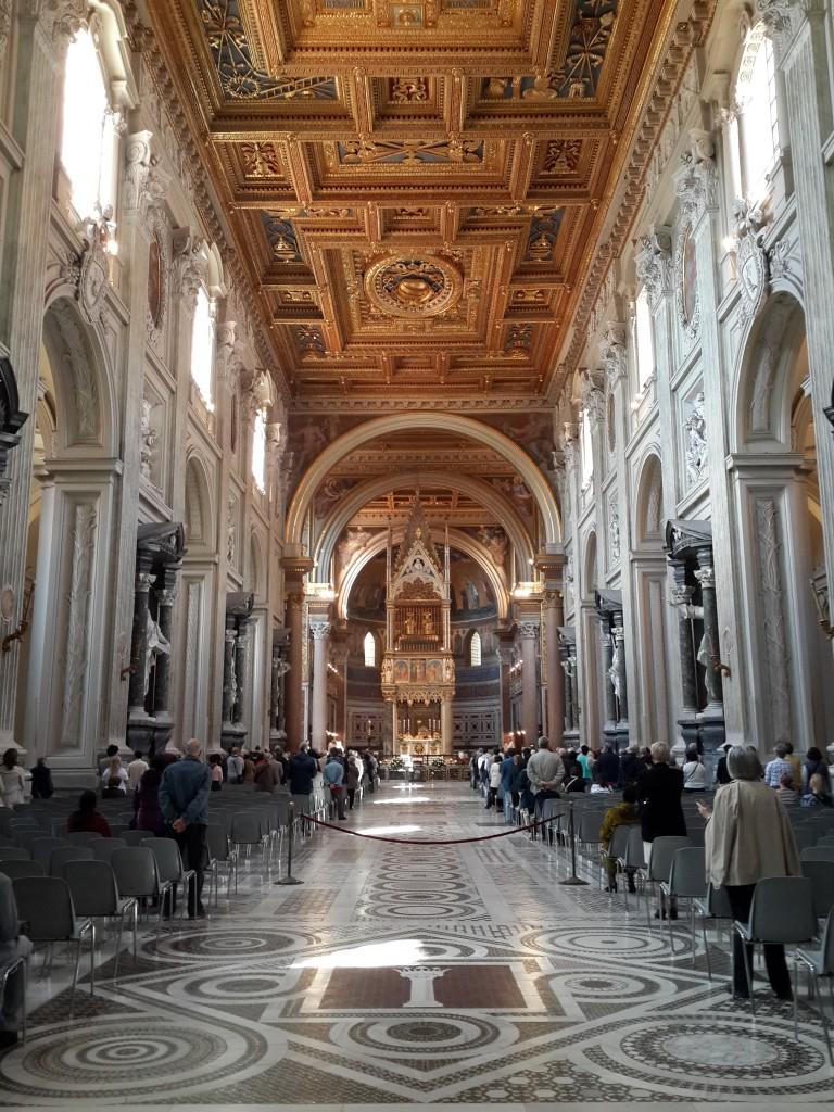 Basilica'nın İçi Çok Etkileyici
