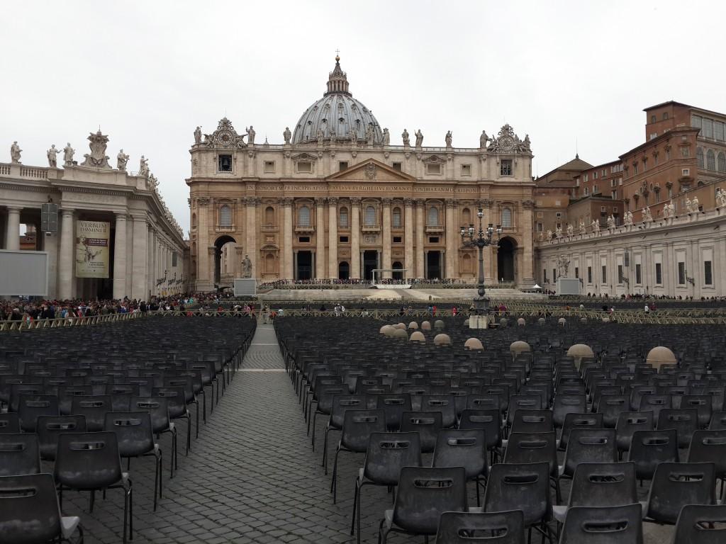 Pazar Günleri San Pietro Meydanında Papa'nın Konuşmasını da Dinleyebilirsiniz...