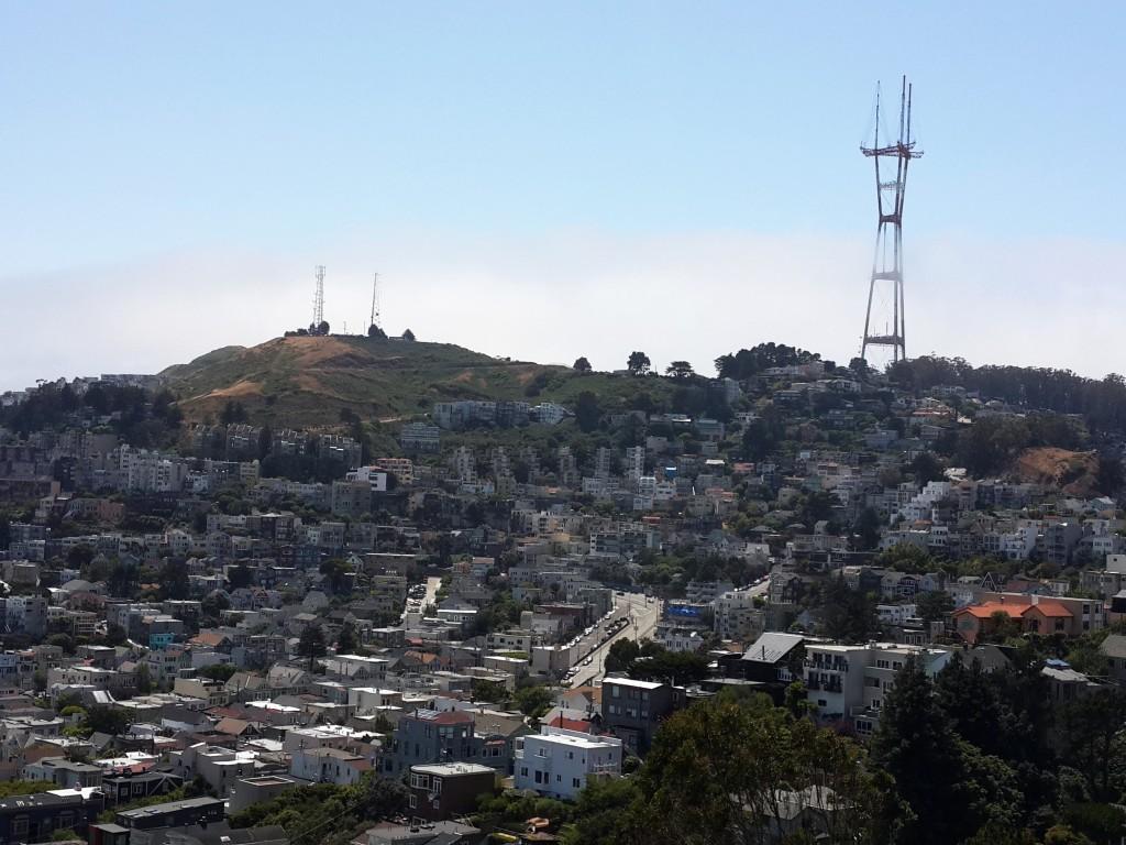 298 m yüksekliğindeki Sutro Kulesi