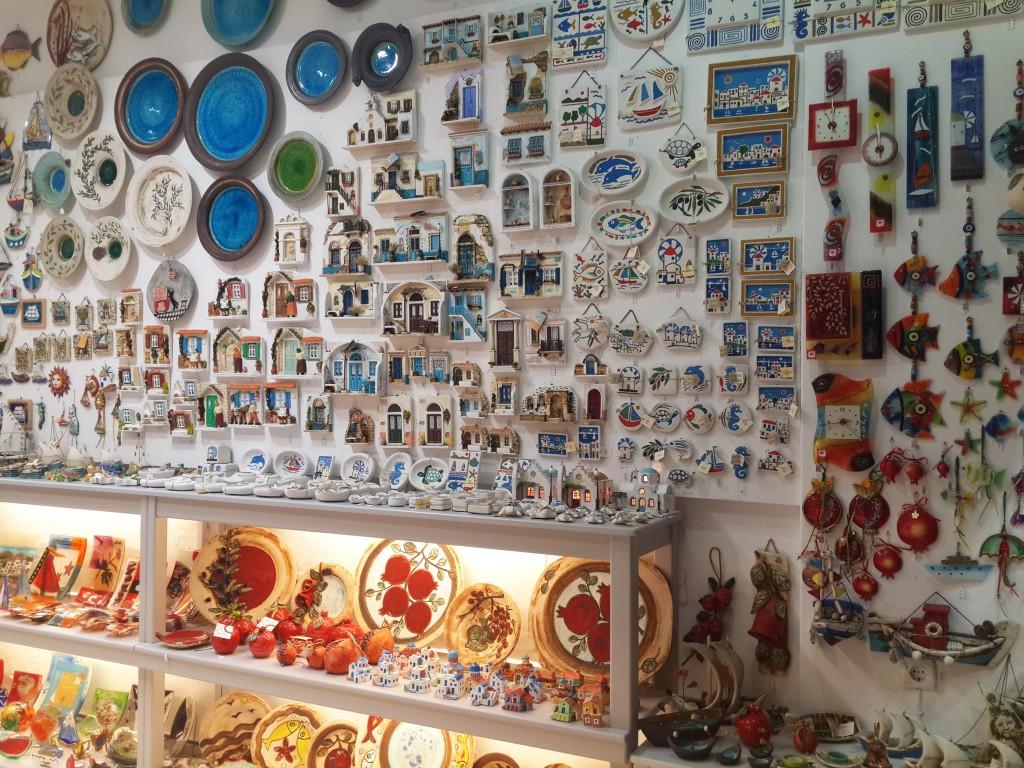 Old Town'da Çok Sayıda Hediyelik Eşya Dükkanı Bulunuyor