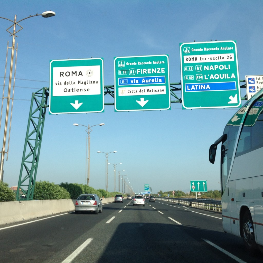 Roma'dan Napoli'ye doğru ilerliyoruz.