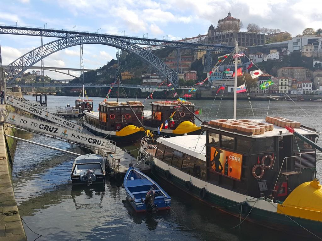 Tur botları Ribeira'dan hareket ediyor...