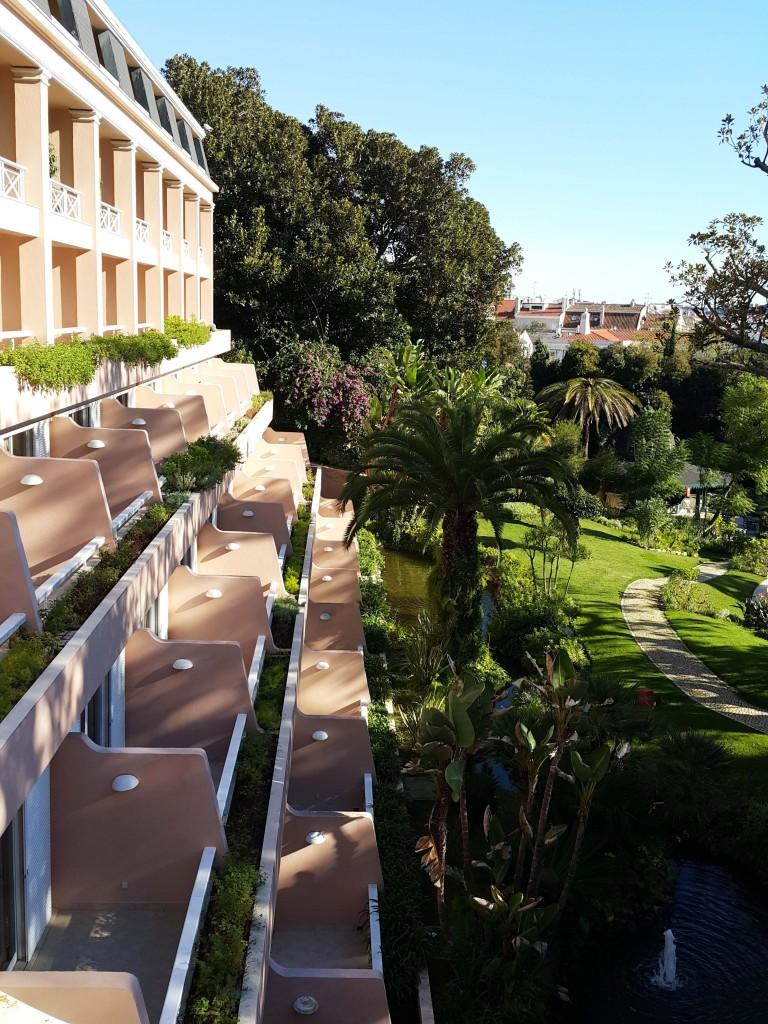 Otelin bahçe kısmı