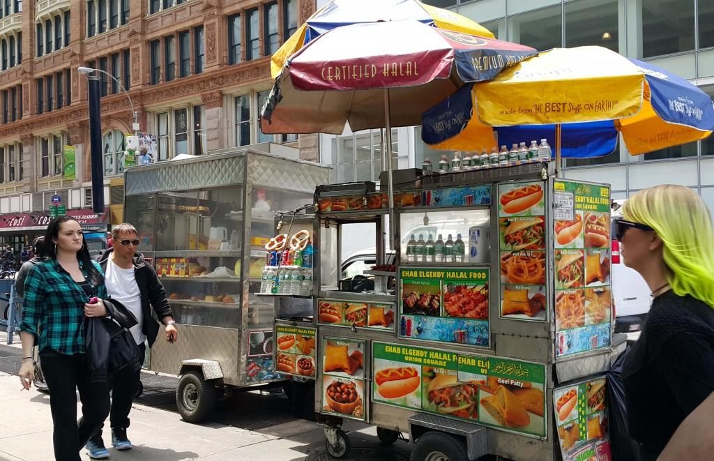 Bir sokak yemekleri satıcısı