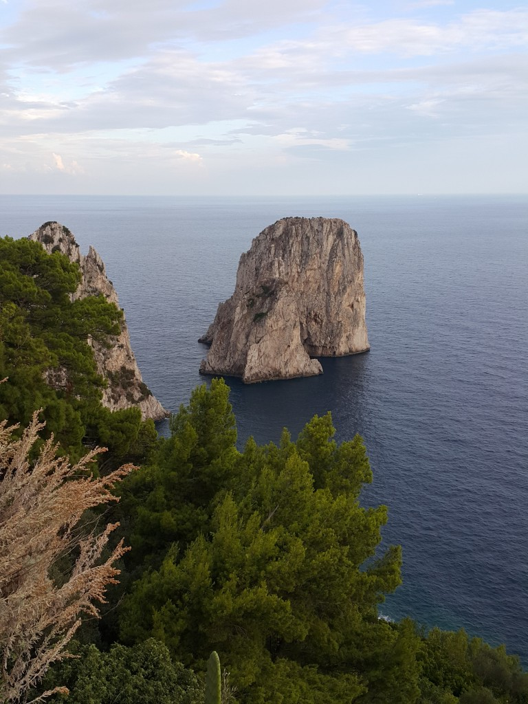 Fraglioni kayalıkları