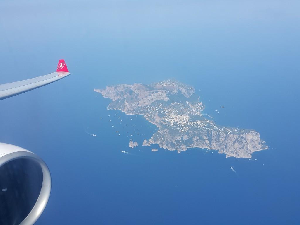 Napoli 'ye inerken Capri'nin görüşünü